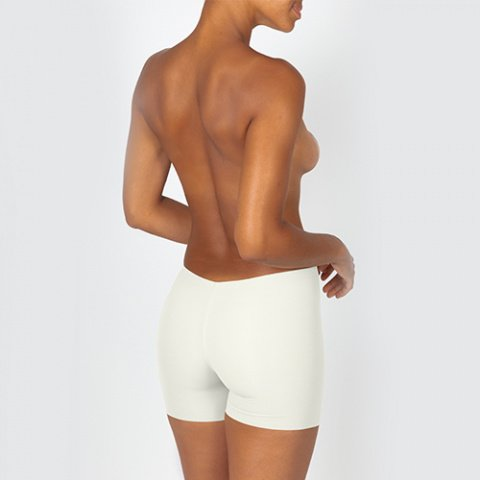 425 wedding invisible seamless shorts maldives ivory oui by gilsa paris worn on the back